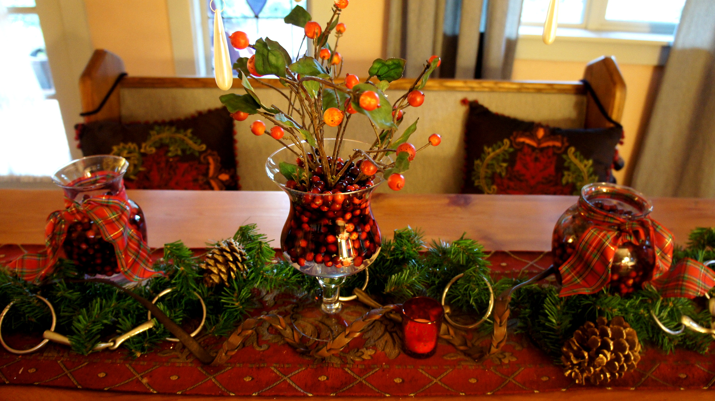 Equestrian holiday d cor inspiration equestrian stylist for Horse decorations for home
