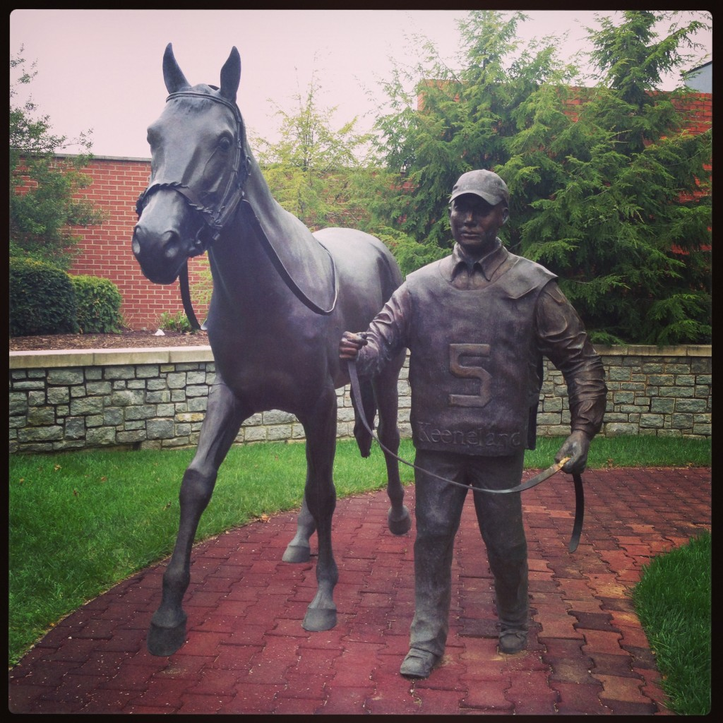 KentuckyAirportStatue