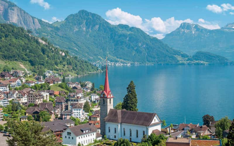 Lac Lucerne, Switzerland Photo from: http://www.kuoni.co.uk/switzerland/central-switzerland